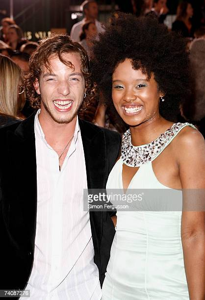Musician James Morrison and TV presenter Fuzzy arrive at the 2007 TV Week Logie Awards at the Crown Casino on May 6 2007 in Melbourne Australia The...