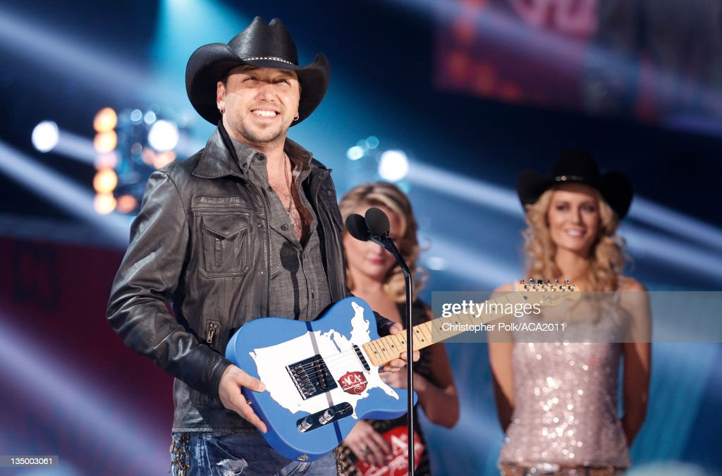 Musician <a gi-track='captionPersonalityLinkClicked' href=/galleries/search?phrase=Jason+Aldean&family=editorial&specificpeople=619221 ng-click='$event.stopPropagation()'>Jason Aldean</a> accepts the Artist of the Year Award onstage at the American Country Awards 2011 at the MGM Grand Garden Arena on December 5, 2011 in Las Vegas, Nevada.