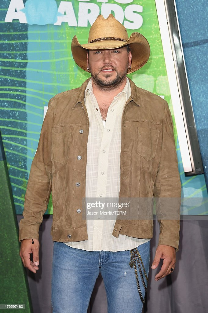 Musician <a gi-track='captionPersonalityLinkClicked' href=/galleries/search?phrase=Jason+Aldean&family=editorial&specificpeople=619221 ng-click='$event.stopPropagation()'>Jason Aldean</a> attends the 2015 CMT Music awards at the Bridgestone Arena on June 10, 2015 in Nashville, Tennessee.