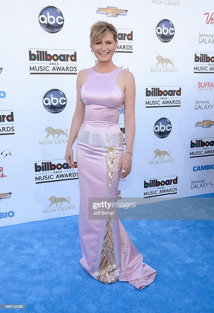 Musician Jennifer Nettles arrives at the 2013 Billboard Music Awards at the MGM Grand Garden Arena on May 19, 2013 in Las Vegas, Nevada.