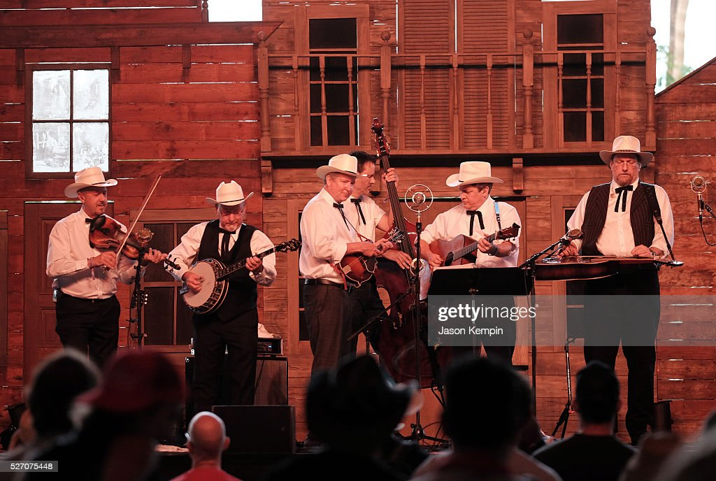 Musician <a gi-track='captionPersonalityLinkClicked' href=/galleries/search?phrase=Jerry+Douglas+-+M%C3%BAsico&family=editorial&specificpeople=4455131 ng-click='$event.stopPropagation()'>Jerry Douglas</a> (R) and The Earls of Leicester perform onstage during 2016 Stagecoach California's Country Music Festival at Empire Polo Club on May 01, 2016 in Indio, California.