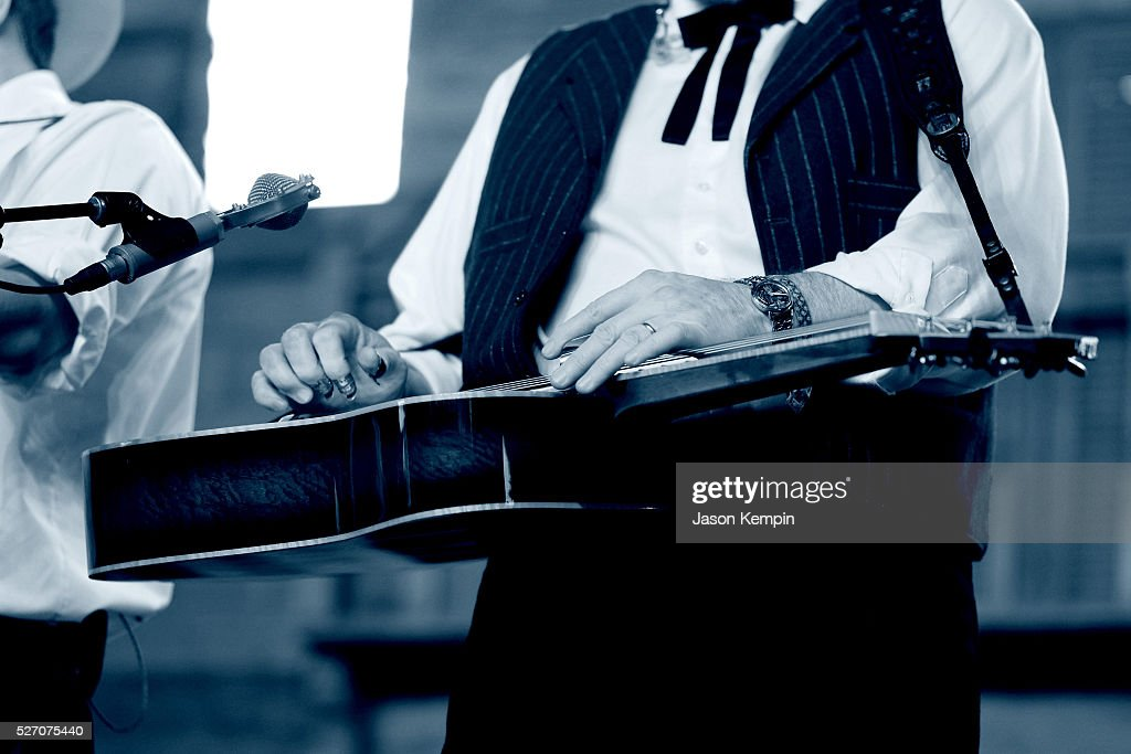 Musician <a gi-track='captionPersonalityLinkClicked' href=/galleries/search?phrase=Jerry+Douglas+-+M%C3%BAsico&family=editorial&specificpeople=4455131 ng-click='$event.stopPropagation()'>Jerry Douglas</a> of The Earls of Leicester performs onstage during 2016 Stagecoach California's Country Music Festival at Empire Polo Club on May 01, 2016 in Indio, California.