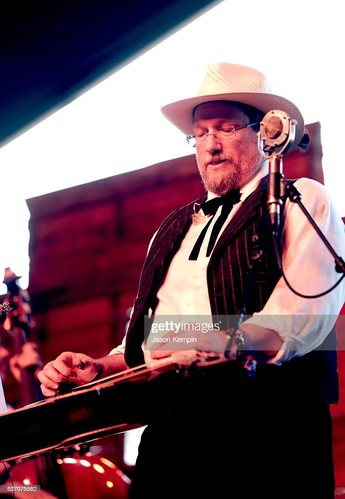 Musician <a gi-track='captionPersonalityLinkClicked' href=/galleries/search?phrase=Jerry+Douglas+-+Musicien&family=editorial&specificpeople=4455131 ng-click='$event.stopPropagation()'>Jerry Douglas</a> of The Earls of Leicester performs onstage during 2016 Stagecoach California's Country Music Festival at Empire Polo Club on May 01, 2016 in Indio, California.