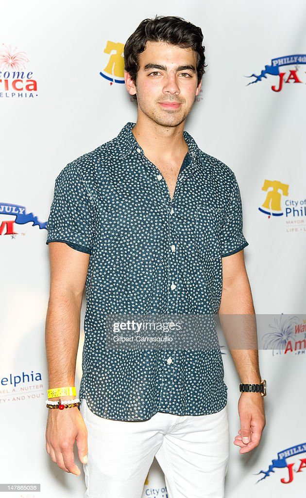 Musician <a gi-track='captionPersonalityLinkClicked' href=/galleries/search?phrase=Joe+Jonas&family=editorial&specificpeople=842712 ng-click='$event.stopPropagation()'>Joe Jonas</a> poses backstage at the Philly Fourth Of July Jam at Benjamin Franklin Parkway on July 4, 2012 in Philadelphia, Pennsylvania.
