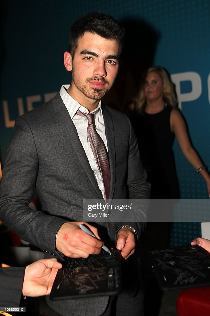 Musician <a gi-track='captionPersonalityLinkClicked' href=/galleries/search?phrase=Joe+Jonas&family=editorial&specificpeople=842712 ng-click='$event.stopPropagation()'>Joe Jonas</a> poses with Motorola Xoom at the Maxim Party Powered by Motorola Xoom at Centennial Hall at Fair Park on February 5, 2011 in Dallas, Texas.