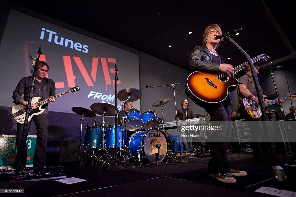 Musician <a gi-track='captionPersonalityLinkClicked' href=/galleries/search?phrase=John+Rzeznik&family=editorial&specificpeople=220876 ng-click='$event.stopPropagation()'>John Rzeznik</a> of the 'Goo Goo Dolls' performs at Apple Store Soho on December 2, 2010 in New York City.
