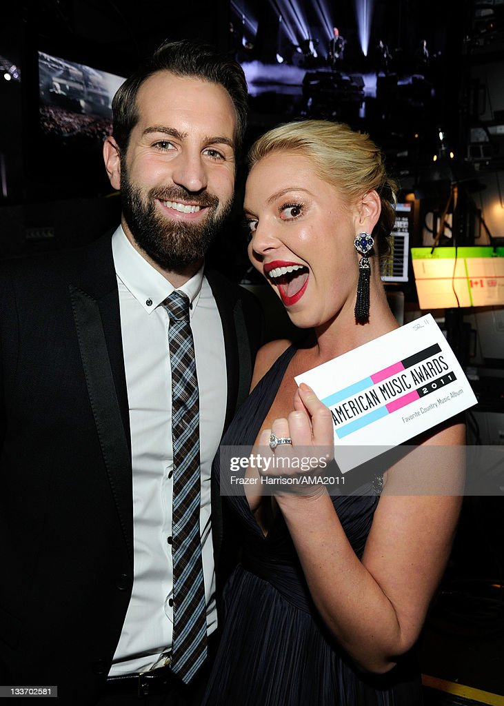 Musician <a gi-track='captionPersonalityLinkClicked' href=/galleries/search?phrase=Josh+Kelley+-+Musician&family=editorial&specificpeople=15068365 ng-click='$event.stopPropagation()'>Josh Kelley</a> and actress <a gi-track='captionPersonalityLinkClicked' href=/galleries/search?phrase=Katherine+Heigl&family=editorial&specificpeople=206952 ng-click='$event.stopPropagation()'>Katherine Heigl</a> at the 2011 American Music Awards held at Nokia Theatre L.A. LIVE on November 20, 2011 in Los Angeles, California.