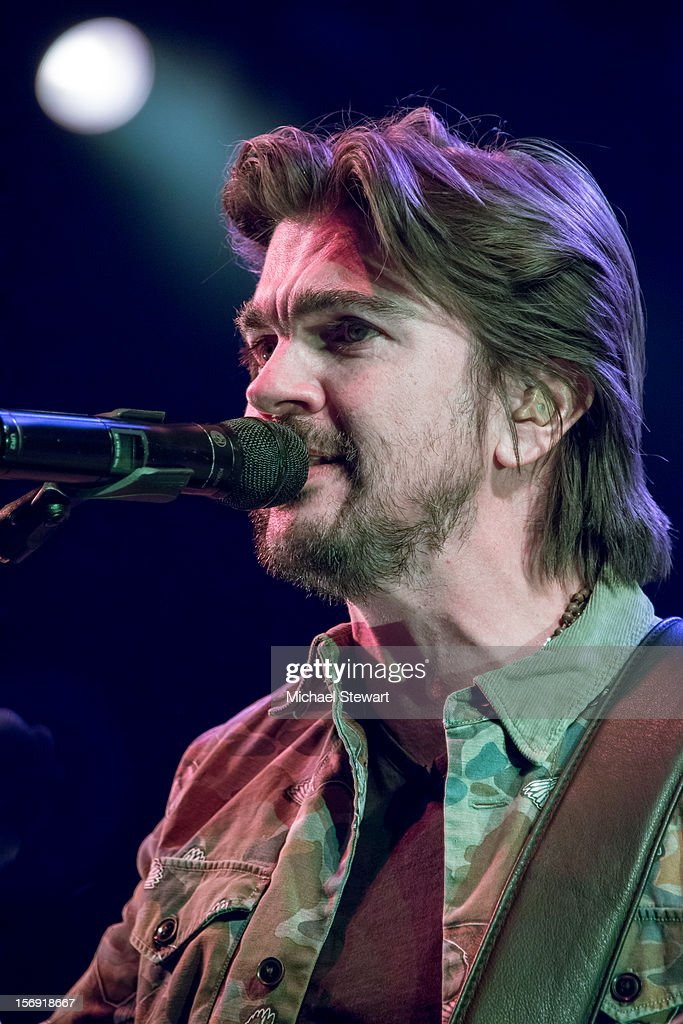 Musician <a gi-track='captionPersonalityLinkClicked' href=/galleries/search?phrase=Juanes&family=editorial&specificpeople=202467 ng-click='$event.stopPropagation()'>Juanes</a> performs during the Hurricane Sandy Benefit concert at the Barclays Center on November 24, 2012 in the Brooklyn borough of New York City.
