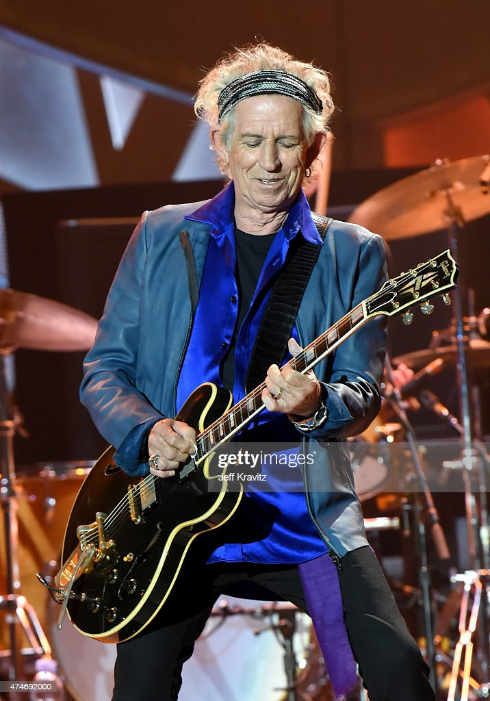 Musician <a gi-track='captionPersonalityLinkClicked' href=/galleries/search?phrase=Keith+Richards+-+Musician&family=editorial&specificpeople=202882 ng-click='$event.stopPropagation()'>Keith Richards</a> of The Rolling Stones performs onstage during their ZIP CODE tour at Petco Park on May 24, 2015 in San Diego, California.