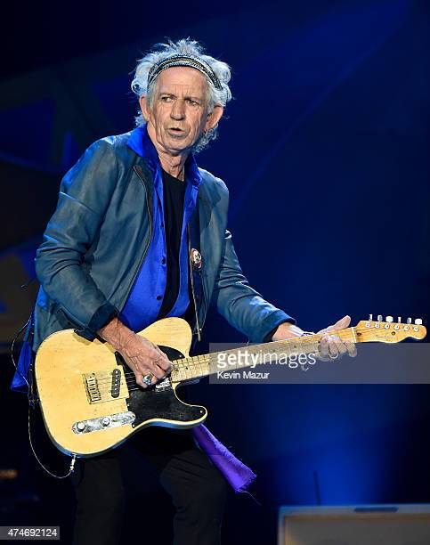 Musician Keith Richards of The Rolling Stones performs to a sold out crowd during the kick off concert of their 15city North American stadium ZIP...