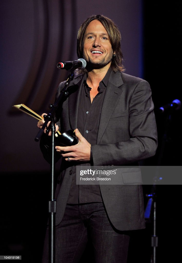 Musician <a gi-track='captionPersonalityLinkClicked' href=/galleries/search?phrase=Keith+Urban&family=editorial&specificpeople=202997 ng-click='$event.stopPropagation()'>Keith Urban</a> accepts theJim Reeves International Award during the 4th Annual ACM Honors at the Ryman Auditorium on September 20, 2010 in Nashville, Tennessee.