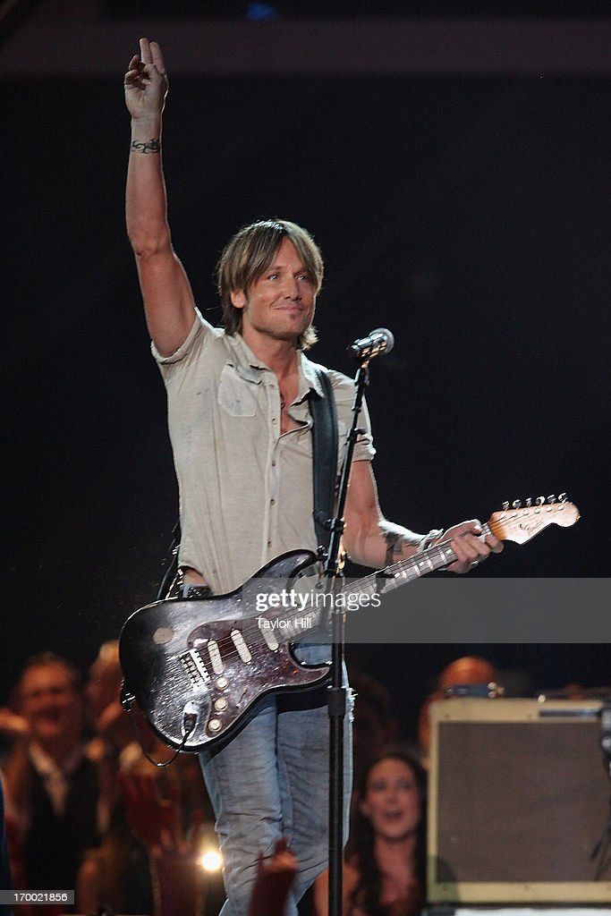 Musician <a gi-track='captionPersonalityLinkClicked' href=/galleries/search?phrase=Keith+Urban&family=editorial&specificpeople=202997 ng-click='$event.stopPropagation()'>Keith Urban</a> performs during the 2013 CMT Music awards at the Bridgestone Arena on June 5, 2013 in Nashville, Tennessee.