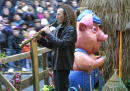 Musician Kenny G performs in the 75th Annual Macy's Thanksgiving Day Parade November 22 2001 in New York City