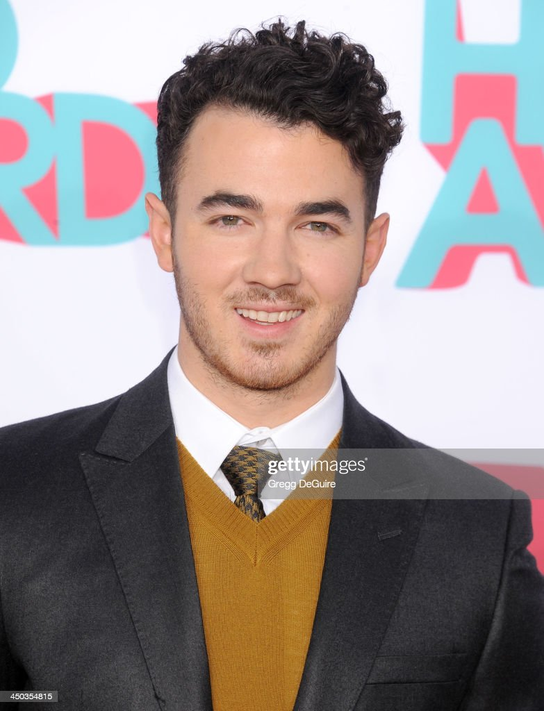 Musician Kevin Jonas arrives at the 2013 TeenNick HALO Awards at the Hollywood Palladium on November 17, 2013 in Hollywood, California.