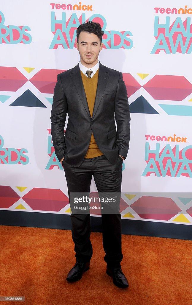 Musician Kevin Jonas arrives at the 2013 TeenNick HALO Awards at the Hollywood Palladium on November 17, 2013 in Hollywood, California.