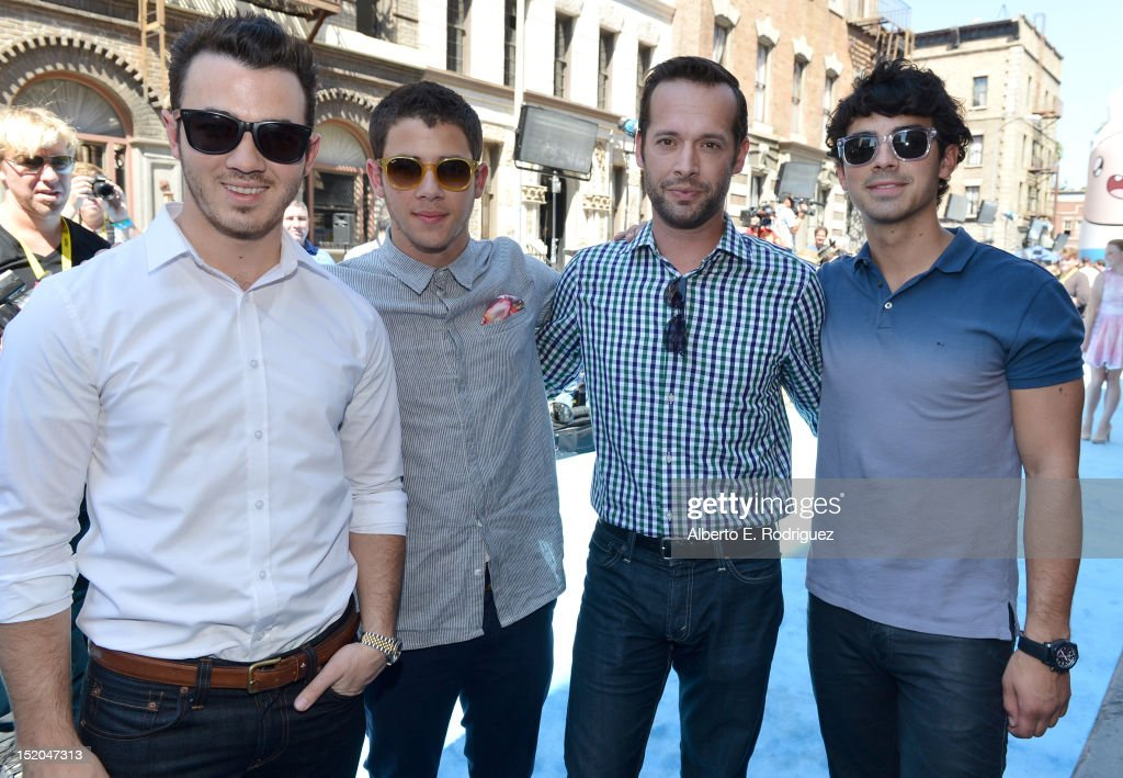 Musician <a gi-track='captionPersonalityLinkClicked' href=/galleries/search?phrase=Kevin+Jonas&family=editorial&specificpeople=709547 ng-click='$event.stopPropagation()'>Kevin Jonas</a>, Variety Publisher Brian Gott, musicians <a gi-track='captionPersonalityLinkClicked' href=/galleries/search?phrase=Nick+Jonas&family=editorial&specificpeople=842713 ng-click='$event.stopPropagation()'>Nick Jonas</a> and <a gi-track='captionPersonalityLinkClicked' href=/galleries/search?phrase=Joe+Jonas&family=editorial&specificpeople=842712 ng-click='$event.stopPropagation()'>Joe Jonas</a> arrive at Variety's Power of Youth presented by Cartoon Network held at Paramount Studios on September 15, 2012 in Hollywood, California.