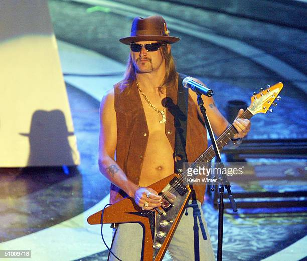 Musician Kid Rock performs on stage at the 2004 Black Entertainment Awards held at the Kodak Theatre on June 29 2004 in Hollywood California