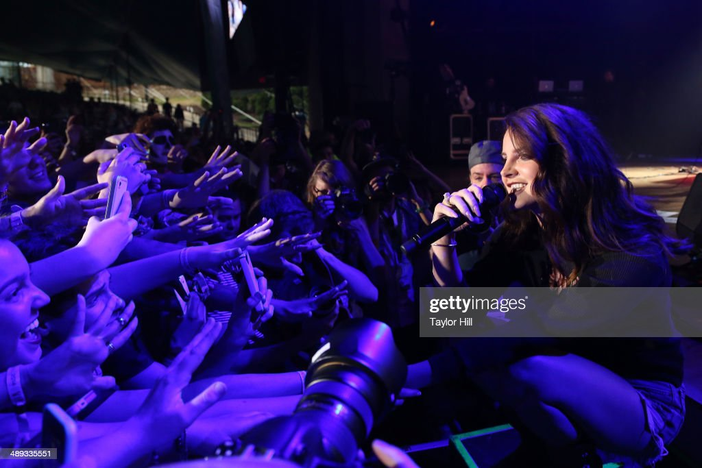 Musician <a gi-track='captionPersonalityLinkClicked' href=/galleries/search?phrase=Lana+Del+Rey&family=editorial&specificpeople=8565478 ng-click='$event.stopPropagation()'>Lana Del Rey</a> performs during the 2014 Sweetlife Music & Food Festival at Merriweather Post Pavillion on May 10, 2014 in Columbia, Maryland.