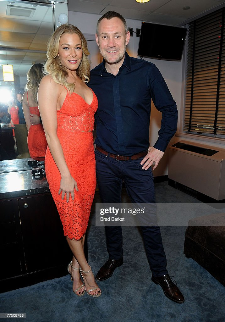 Musician <a gi-track='captionPersonalityLinkClicked' href=/galleries/search?phrase=LeAnn+Rimes&family=editorial&specificpeople=208815 ng-click='$event.stopPropagation()'>LeAnn Rimes</a>(L) and <a gi-track='captionPersonalityLinkClicked' href=/galleries/search?phrase=David+Gray+-+Musician&family=editorial&specificpeople=15711804 ng-click='$event.stopPropagation()'>David Gray</a> attend the <a gi-track='captionPersonalityLinkClicked' href=/galleries/search?phrase=David+Gray+-+Musician&family=editorial&specificpeople=15711804 ng-click='$event.stopPropagation()'>David Gray</a> in concert at Radio City Music Hall on June 17, 2015 in New York City.