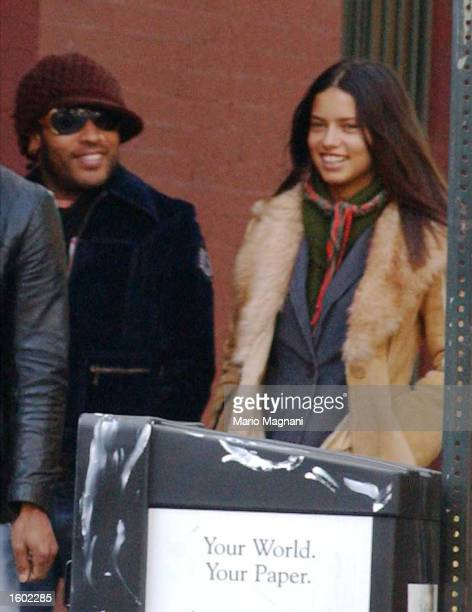 Musician Lenny Kravitz goes for a walk October 17 2002 in New York City