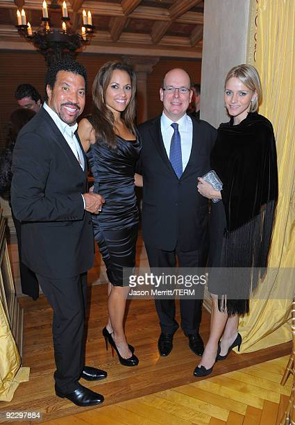 Musician Lionel Richie Sarah Schnare HSH Prince Albert of Monaco and Charlene Wittstock on October 22 2009 in Beverly Hills California Prince Albert...