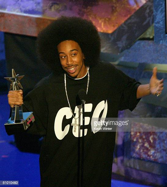 Musician Ludacris accepts the Viewer's Choice Award on stage at the 2004 Black Entertainment Awards held at the Kodak Theatre on June 29 2004 in...