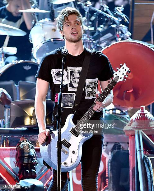 Musician Luke Hemmings from 5 Seconds of Summer performs onstage during the Teen Choice Awards 2015 at the USC Galen Center on August 16 2015 in Los...