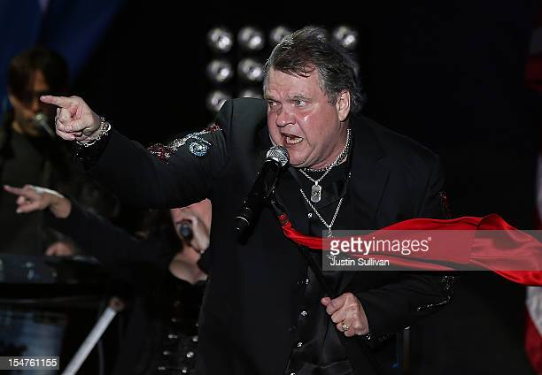 Musician Meat Loaf performs during a campaign rally for Republican presidential candidate former Massachusetts Gov Mitt Romney at Defiance High...