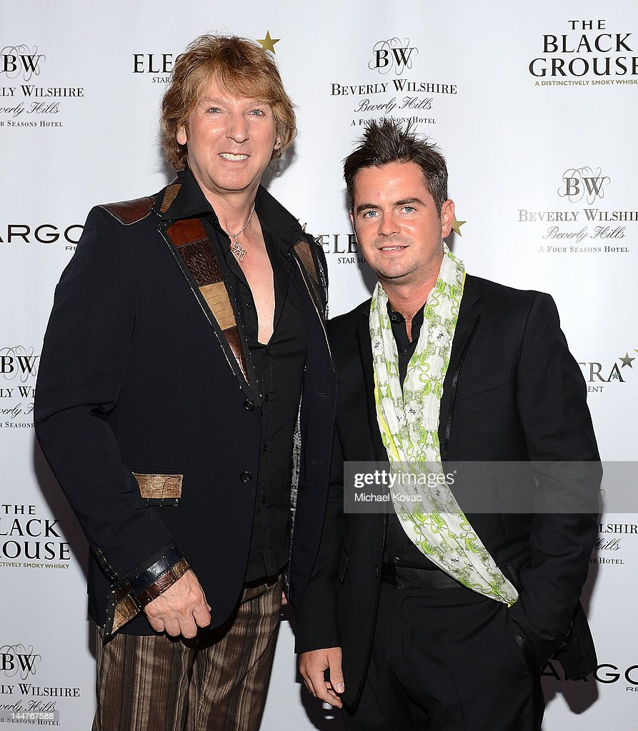 rob and mikey dating in the dark Mikey glenister is an tv show dating in the dark on living tv in 2010 he appeared on the episode with his twin brother rob glenister on the show, mikey met.