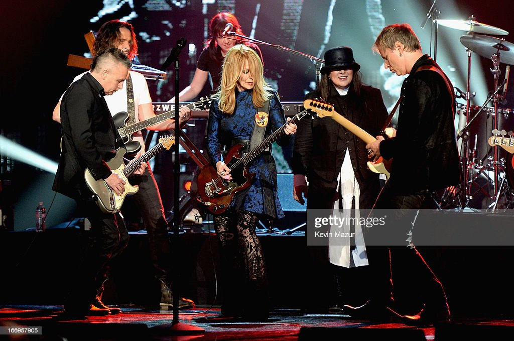 Musician Mike McCready musician Chris Cornell inductee Nancy Wilson inductee Ann Wilson and musician Jerry Cantrell pefrom onstage during the 28th...