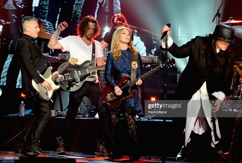 Musician Mike McCready musician Chris Cornell inductee Nancy Wilson and inductee Ann Wilson perform onstage during the 28th Annual Rock and Roll Hall...