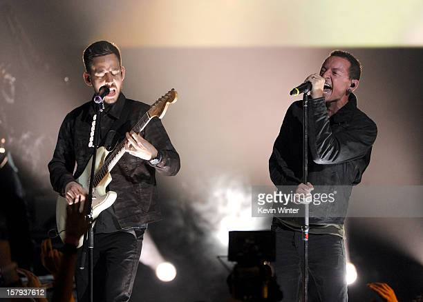 Musician Mike Shinoda and singer Chester Bennington of Linkin Park perform onstage during Spike TV's 10th annual Video Game Awards at Sony Pictures...