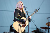 Nancy Wilson Of Heart Featuring Roadcase Royale At San...
