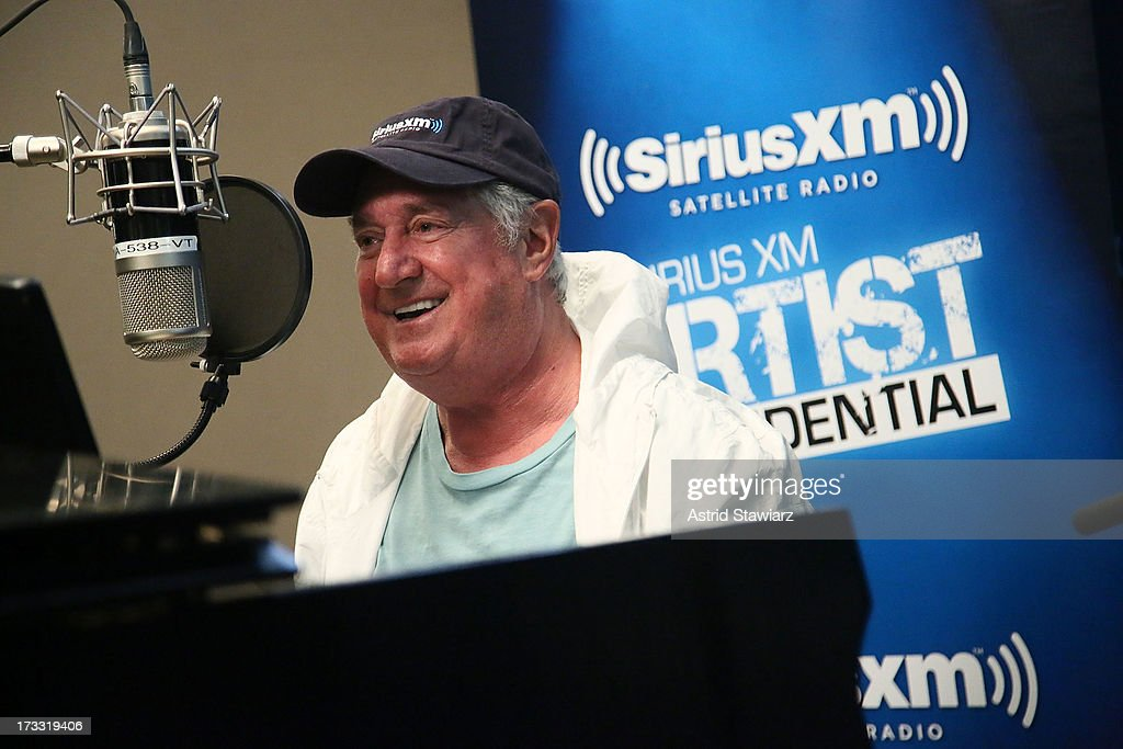 Musician <a gi-track='captionPersonalityLinkClicked' href=/galleries/search?phrase=Neil+Sedaka&family=editorial&specificpeople=214686 ng-click='$event.stopPropagation()'>Neil Sedaka</a> performs at 'SiriusXM's 'Artist Confidential' hosted by Cousin Brucie at SiriusXM Studios on July 11, 2013 in New York City.
