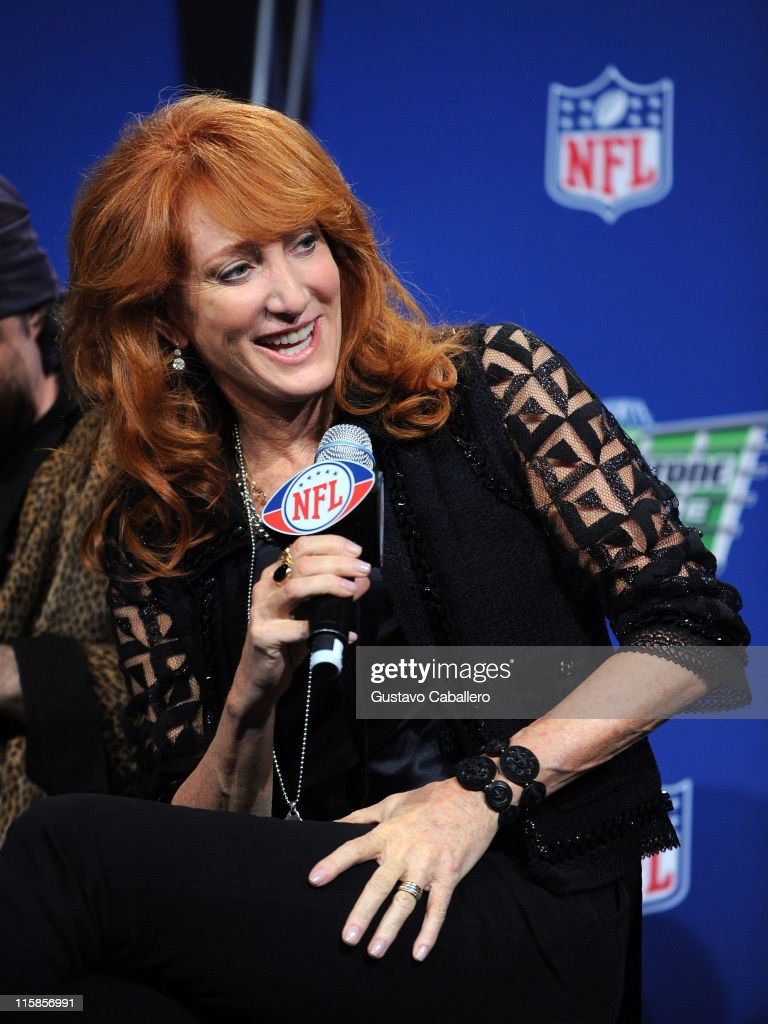Musician Patti Scialfa of the E Street Band speaks at the Bridgestone Super Bowl XVLII Half Time Show Press Conference held at the Tampa Convention Center on January 29, 2009 in Tampa, Florida.