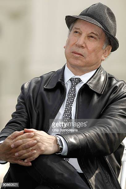 Musician Paul Simon cofounder of the Children's Health Fund participates in an event to encourage politicians to not forget young people during the...