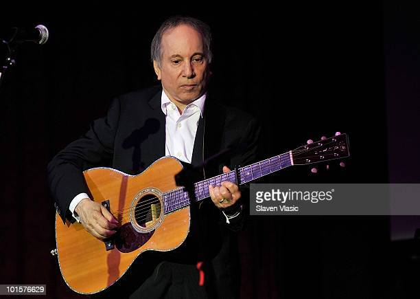 Musician Paul Simon performs at the 2010 Children's Health Fund Benefit Gala at The Hilton New York on June 2 2010 in New York City