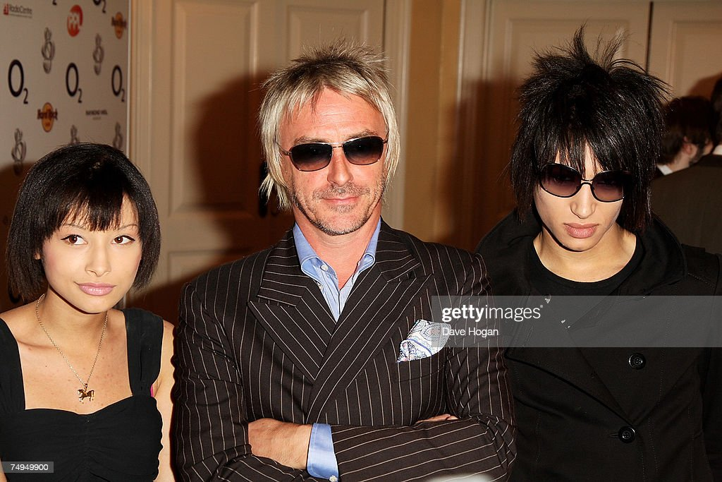 Musician Paul Weller and his children Leah and Nat arrive at the Nordoff-Robbins O2 Silver Clef Luncheon on June 29, 2007 in London, England.