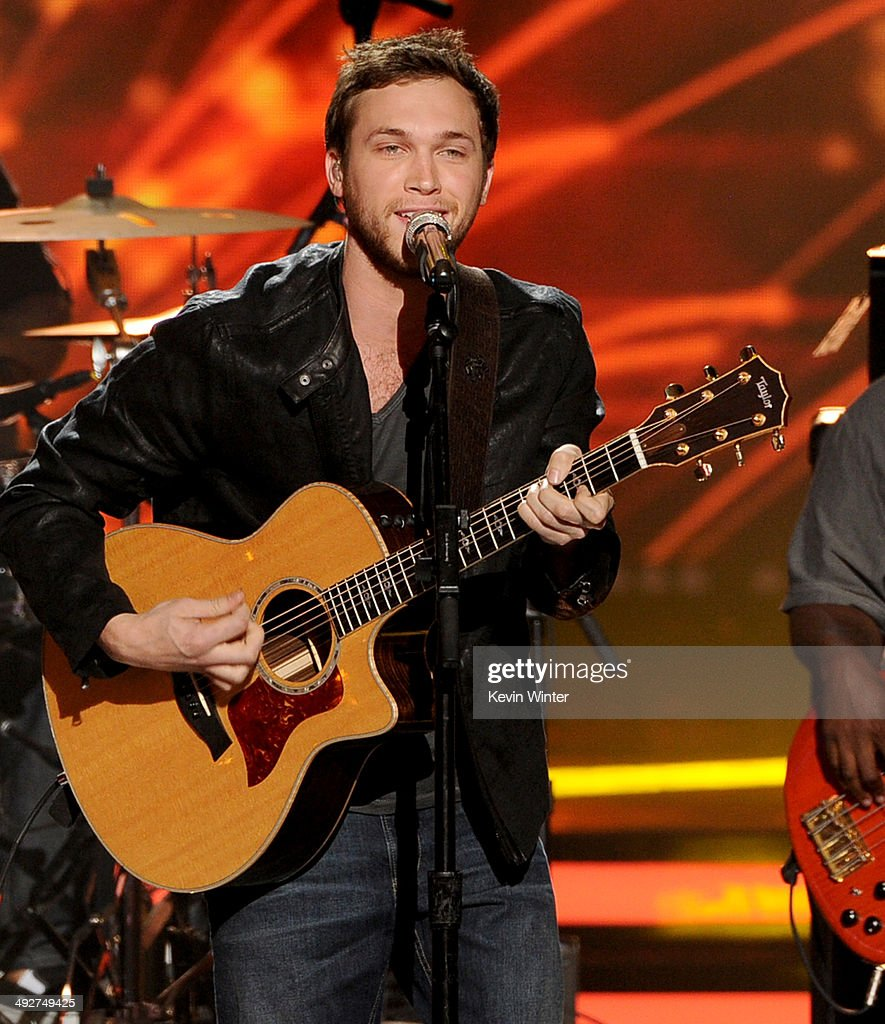 Musician <a gi-track='captionPersonalityLinkClicked' href=/galleries/search?phrase=Phillip+Phillips&family=editorial&specificpeople=1651494 ng-click='$event.stopPropagation()'>Phillip Phillips</a> performs onstage during Fox's 'American Idol' XIII Finale at Nokia Theatre L.A. Live on May 21, 2014 in Los Angeles, California.