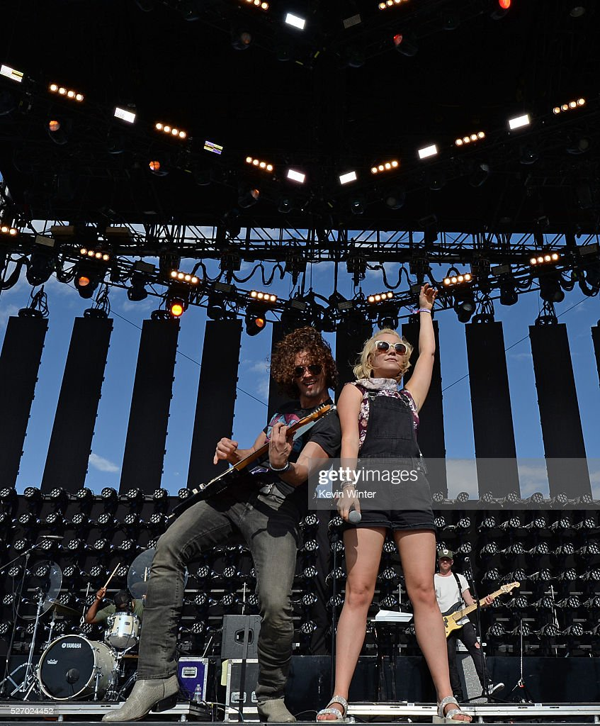 Musician <a gi-track='captionPersonalityLinkClicked' href=/galleries/search?phrase=RaeLynn+-+Zangeres&family=editorial&specificpeople=12706754 ng-click='$event.stopPropagation()'>RaeLynn</a> (R) performs onstage during 2016 Stagecoach California's Country Music Festival at Empire Polo Club on May 01, 2016 in Indio, California.