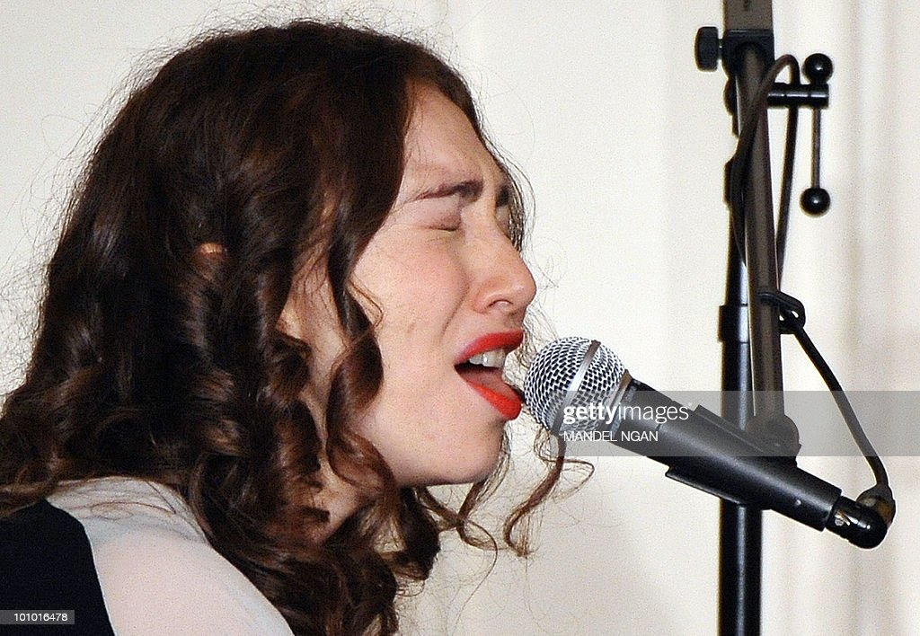Musician Regina Spektor pauses to take a drink of water as she performs during a reception celebrating Jewish American Heritage Month May 27, 2010 in the East Room of the the White House in Washington, DC. AFP PHOTO/Mandel NGAN