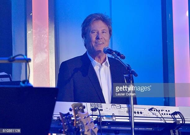 Musician Robert Lamm of Chicago performs onstage during the 2016 PreGRAMMY Gala and Salute to Industry Icons honoring Irving Azoff at The Beverly...