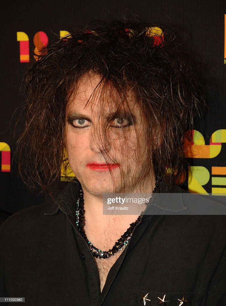 Musician Robert Smith of the Cure arrives during Los Premios MTV Latin America 2007 at El Palacio de Los Deportes on October 18, 2007 in Mexico City, Mexico.