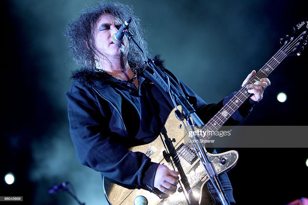 Musician <a gi-track='captionPersonalityLinkClicked' href=/galleries/search?phrase=Robert+Smith+-+Musiker&family=editorial&specificpeople=198989 ng-click='$event.stopPropagation()'>Robert Smith</a> of The Cure performs during day 3 of the Coachella Valley Music & Arts Festival 2009 at the Empire Polo Club on April 19, 2009 in Indio, California.