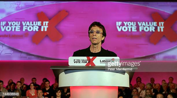 Musician Robin Gibb introduces Prime Minister Tony Blair at a rally on May 3 in Huddersfield England In the final run up to the election the Labour...