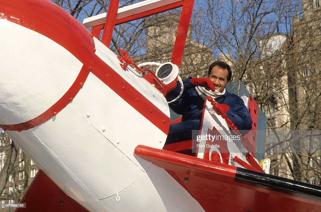 Musician Roger Miller attends the 60th Annual Macy's Thanksgiving Day Parade on November 27 1986 in New York City