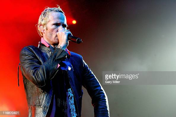 Musician Scott Weiland of Stone Temple Pilots performs in concert at the ATT Center on June 27 2008 in San Antonio Texas