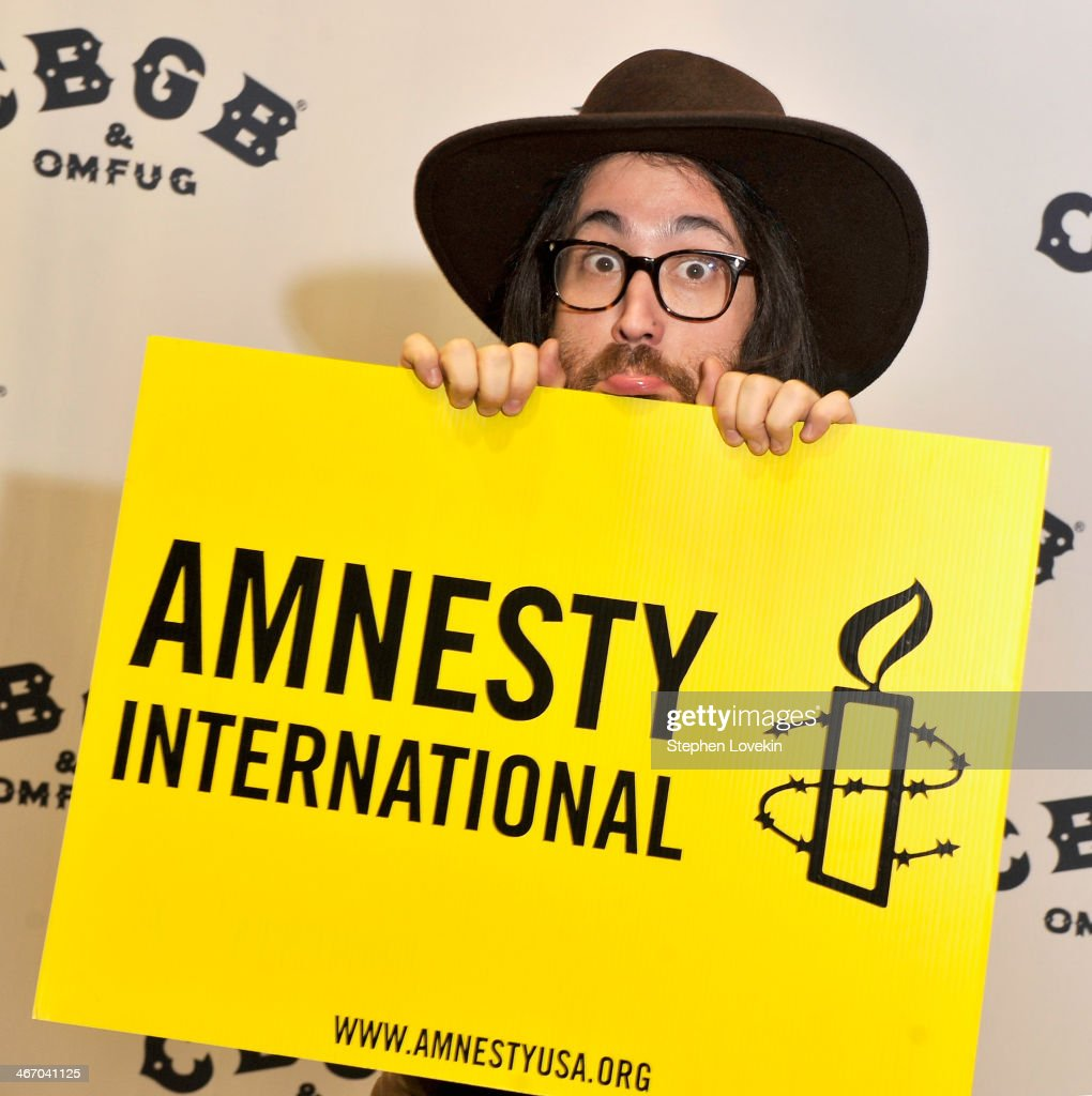 Musician <a gi-track='captionPersonalityLinkClicked' href=/galleries/search?phrase=Sean+Lennon&family=editorial&specificpeople=206368 ng-click='$event.stopPropagation()'>Sean Lennon</a> attends the Amnesty International Concert presented by the CBGB Festival at Barclays Center on February 5, 2014 in New York City