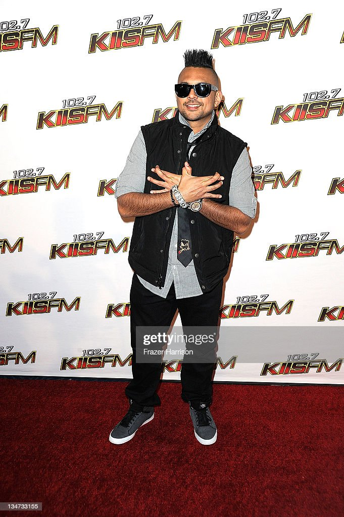 Musician <a gi-track='captionPersonalityLinkClicked' href=/galleries/search?phrase=Sean+Paul&family=editorial&specificpeople=209242 ng-click='$event.stopPropagation()'>Sean Paul</a> arrives at the KIIS FM's Jingle Ball 2011 at Nokia Theatre L.A. Live on December 3, 2011 in Los Angeles, California.