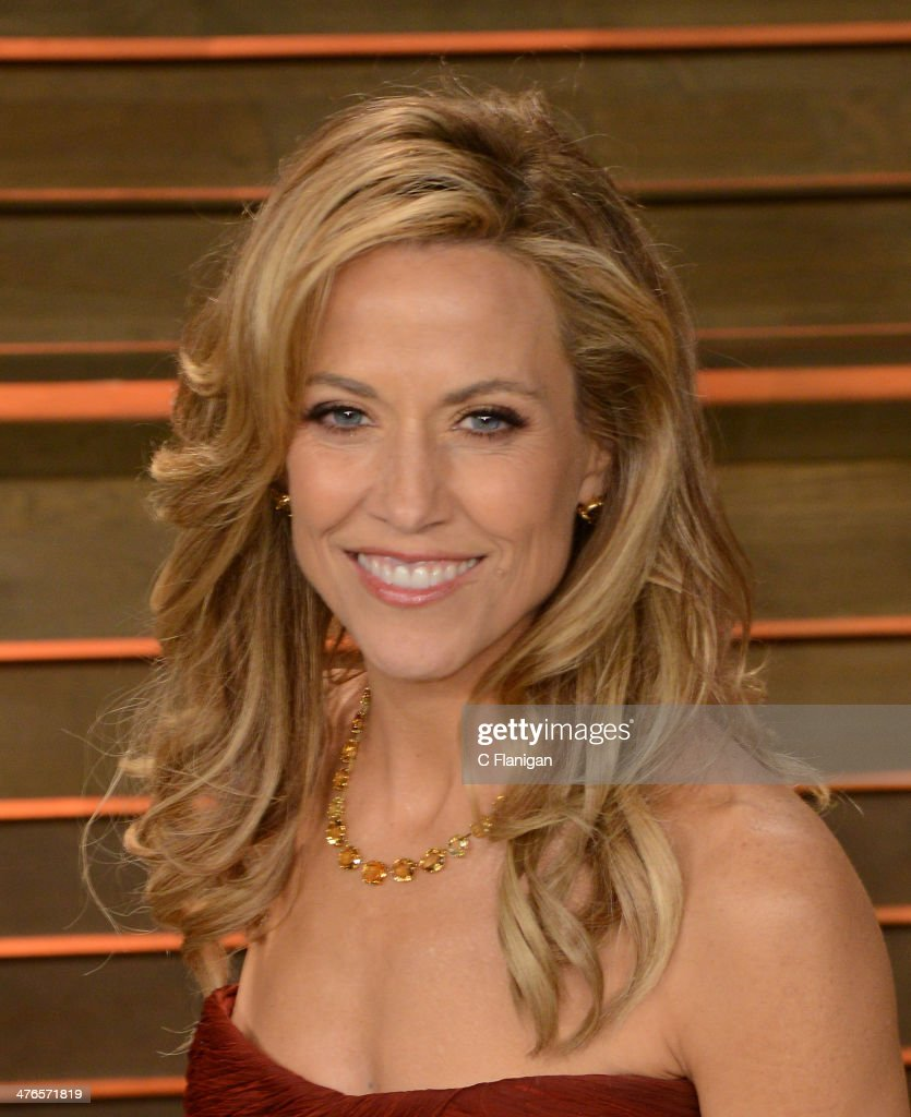 Musician <a gi-track='captionPersonalityLinkClicked' href=/galleries/search?phrase=Sheryl+Crow&family=editorial&specificpeople=201867 ng-click='$event.stopPropagation()'>Sheryl Crow</a> arrives at the 2014 Vanity Fair Oscar Party Hosted By Graydon Carter on March 2, 2014 in West Hollywood, California.